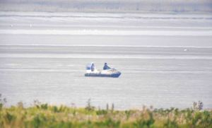 13.09.14. Hovercraft clowns, Frodsham Marsh. Bill Morton