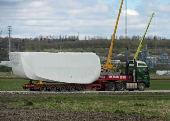 16.04.16. Wind turbine blades on No.5 tank, Frodsham Marsh. Bill Morton (7)
