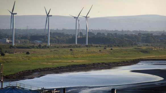 29.08.16. Wind Turbines on Frodsham Marsh from Weston Road, Weston.. Bill Morton (3)