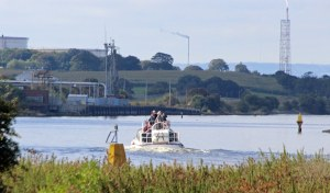 18-09-16-pleasure-boat-on-the-msc-from-frodsham-marsh-paul-ralston-2